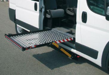 Sollevatore sottotelaio automatico laterale con funzione gradino 80x120cm ausili per disabili e - Letto con sollevatore per disabili ...