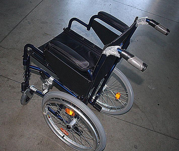 Carrozzina manuale passaggi stretti larghezza 51 cm - Carrozzina per bagno disabili ...